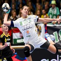 Györ celebrate new arena with big win