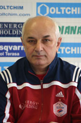 Promising Valcea, cautious coach