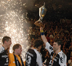 Kiel win German Cup